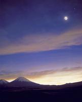 皆既日食 右上に金星  32268000155| 写真素材・ストックフォト・画像・イラスト素材|アマナイメージズ