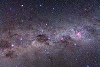 天の川の南部 りゅうこつ座イータ星、南十字星、ケンタウルス座のアルファ星、ベータ星