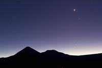 アンデス山脈から昇る4つの惑星 金星、水星、木星、火星 32268000179| 写真素材・ストックフォト・画像・イラスト素材|アマナイメージズ