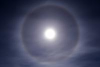 満月の暈 32268000196| 写真素材・ストックフォト・画像・イラスト素材|アマナイメージズ