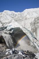 氷河が溶けて流れ出る水 32268000955| 写真素材・ストックフォト・画像・イラスト素材|アマナイメージズ