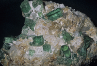 ベリル(緑柱石)の結晶。エメラルドもその一種。