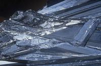 硫化アンチモンの結晶