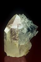 蛍石の中のブーランジェ鉱の結晶蛍石