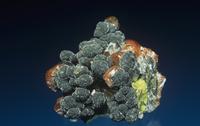 方解石の中のバナジン鉛鉱