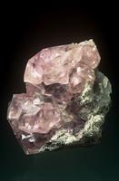 灰色白雲石の中の菱亜鉛鉱(スミソナイト)