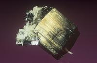 磁硫鉄鉱と石英、方鉛鉱