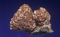 ヒ四面銅鉱をコーティングした菱亜鉛鉱の結晶