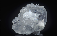 方解石の結晶とアポフィライト