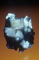蛍石の結晶 紫外線(UV)下で撮影