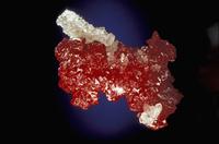石英(クォーツ)の中の辰砂の結晶