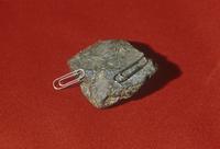 磁鉄鉱(マグネタイト)または磁鉄鉱 クリップがくっつく