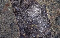 ルチル(金紅石) チタンの鉱石