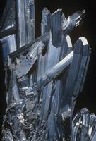 輝安鉱 (Sb2S3) アンチモンの鉱石