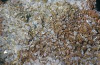 褐鉛鉱 (Pb5(Vo4)3Cl) バナジウムの主要鉱石