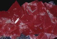 菱マンガン鉱と石英(クォーツ) マンガンの鉱石