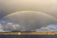 小笠原諸島の南島にかかる虹 32282001567  写真素材・ストックフォト・画像・イラスト素材 アマナイメージズ