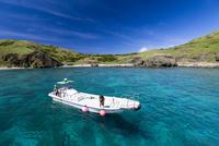 小笠原の聟島小花湾に停泊したボート