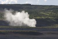 硫黄島の海岸から上がる噴気