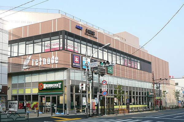 640px-Eifukucho-Sta-building