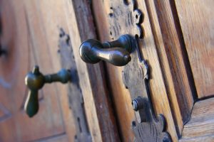 antique-door-226770_640