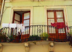 balcony-256904_640