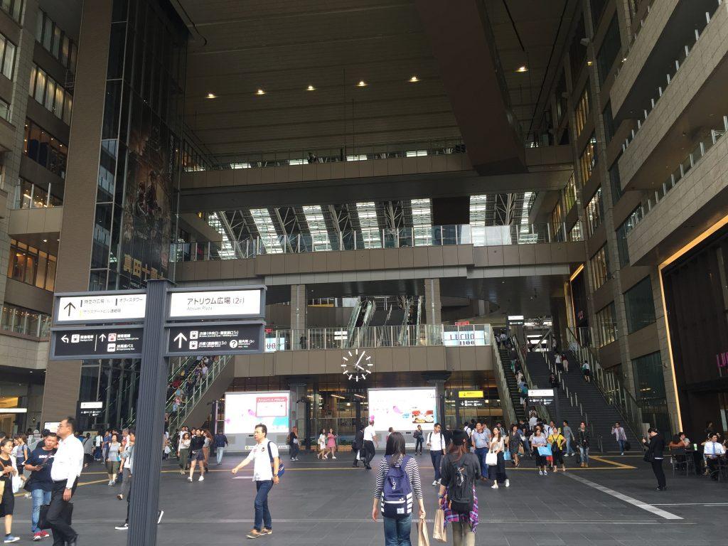 大阪梅田 アトリウム広場