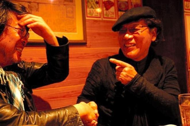 どんな客とも瞬時になじんでしまう吉田類さん 吉田類、驚異のコミュ力 初対面の客とも瞬時に顔なじみ