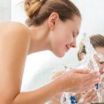 肌トラブルを解決するには「お湯だけ洗顔」がイイらしい?!のサムネイル画像