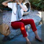 思い切ってチャレンジしませんか?赤のパンツで華やかコーデのサムネイル画像