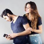 絶対にやめましょう!彼氏の携帯を盗み見してはいけない理由のサムネイル画像