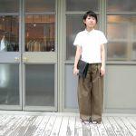 大人気!カーキのワイドパンツ ファッションコーディネート10選のサムネイル画像