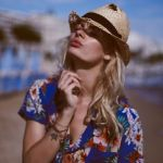 夏しか着れないアロハシャツ。ハイセンスな着こなしテク3選のサムネイル画像
