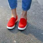 赤のスリッポンがとっても新鮮! オシャレ度アップのコーデ術のサムネイル画像