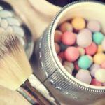 可愛いケースに魅了される。化粧タイムを彩るフェイスパウダー。のサムネイル画像