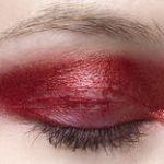 キュートにも、エレガントにも。赤アイシャドーでつくる秋メイクのサムネイル画像
