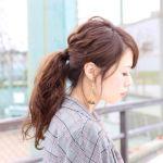 地味っぽさゼロ!シンプルな一つ結びこそ大人可愛いまとめ髪にのサムネイル画像