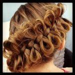 髪をリボン風にまとめてみると可愛いですね。やり方をご紹介。のサムネイル画像