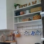 つっぱり棒でキッチンをもっと使いやすく。マネしたい活用術まとめのサムネイル画像