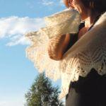 ニットワンピースを女性らしく着こなすならタイトな形がおすすめ!のサムネイル画像