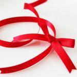 【赤いリボンのアクセサリー】一気に女子力アップのアイテム集!のサムネイル画像