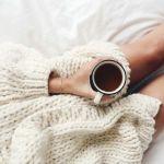 白のセーターでおしゃれコーデ!レディースのマストアイテムのサムネイル画像