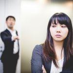 忘れたいけど会ってしまう…。職場にいる好きな人を忘れる方法!のサムネイル画像