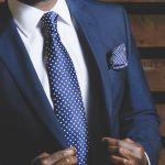 スーツで黒シャツでかっこよくクールに魅せよう! 大人辛口コーデのサムネイル画像