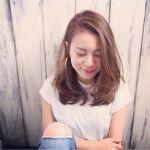 パーマで可愛く!ミディアムロングのおしゃれなヘアカタログのサムネイル画像