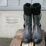 寒い冬のお出かけには欠かせないお供ミドル丈ブーツの魅力についてのサムネイル画像