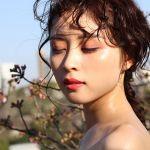 輝くような濡れツヤ感は、《水光肌メイク》で誰でもなれる♡のサムネイル画像