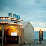 GWのNo.1注目スポット♡ビーチで映画が観れる《逗子海岸映画祭》のサムネイル画像