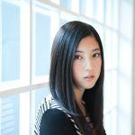 黒髪ロングヘアがとっても似合う!三吉彩花ちゃんの髪型まとめのサムネイル画像