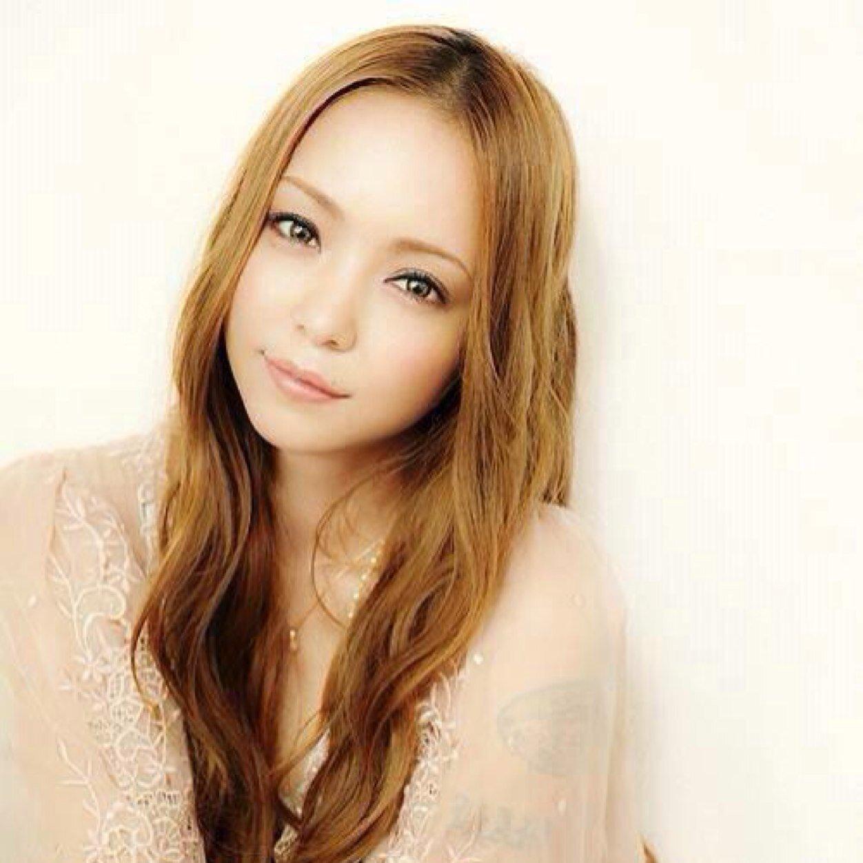 微笑む安室奈美恵
